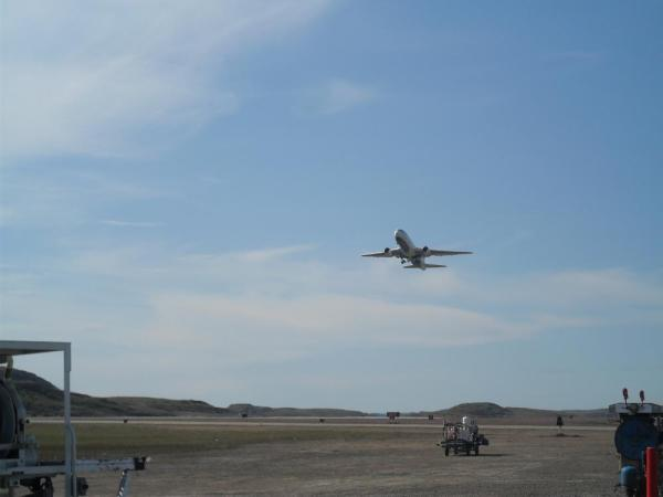 first_air_B767_taking_off_from_Iqaluit